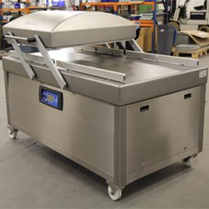 Trhací nýty M-Lok spojují rám balícího stroje