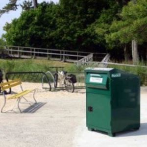 Pant odolný vůči nečistotám a korozi, v odpadkovém kontejneru