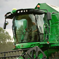 Uzávěr Southco typ 57 v zemědělském stroji