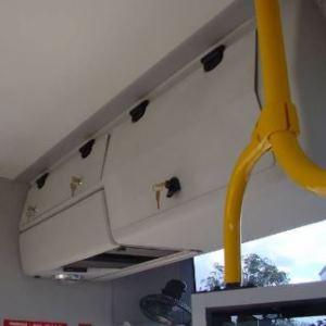 pant E6 s nastavitelným třením v interiéru autobusu