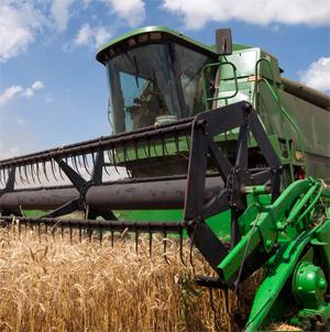 Uzavřeni poklopu v zemědělských strojích