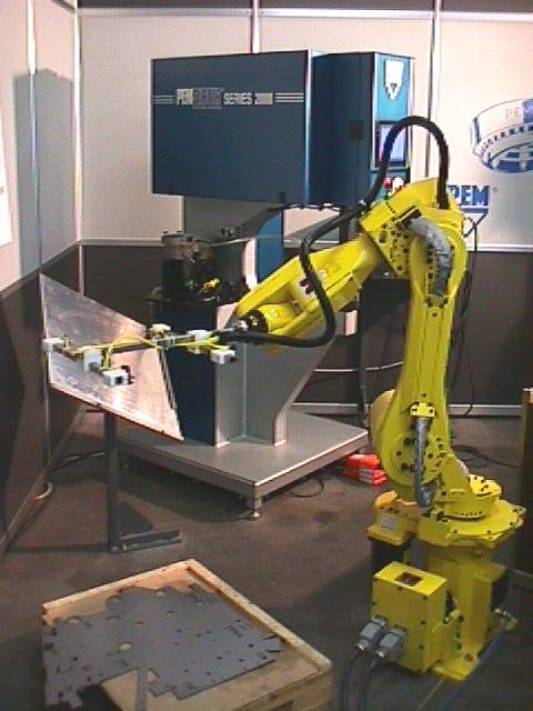 lisovací stroj